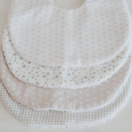 Bavoir blanc étoiles grises, Maminébaba