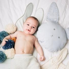 Coussin moelleux en forme de lapin